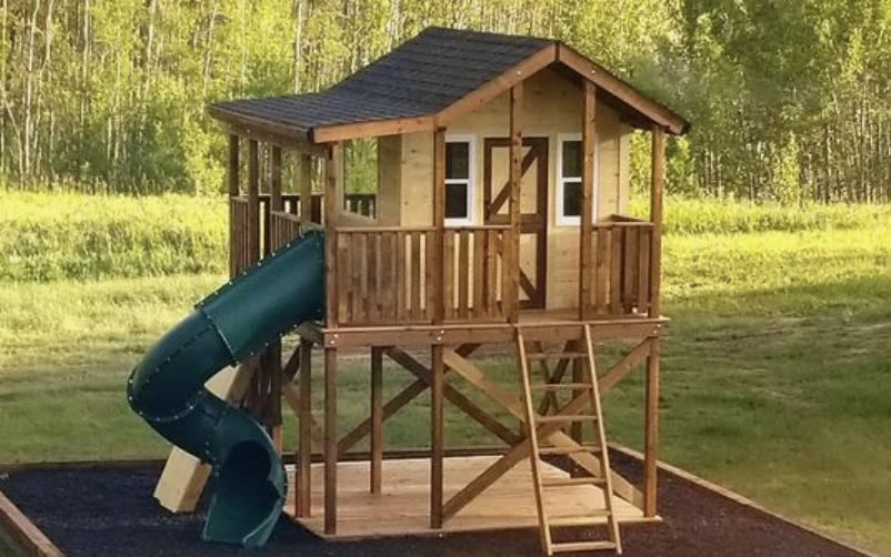 Mediniai vaikiški nameliai su sūpynėmis ir čiuožykla